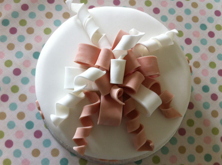 Victoria Sponge Blog Bow and ribbon cake