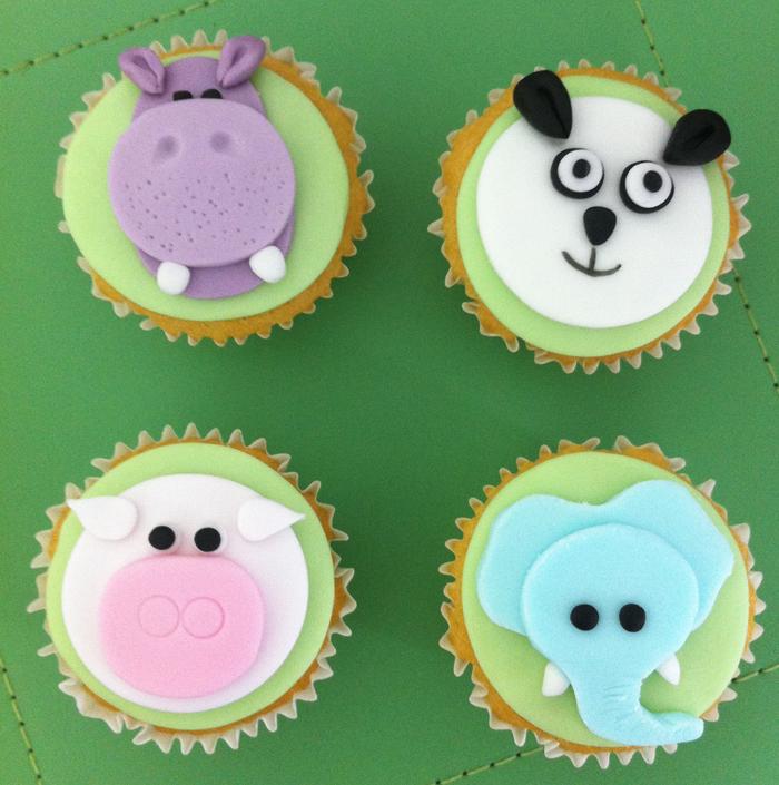 Victoria Sponge Blog - aminal cupcakes
