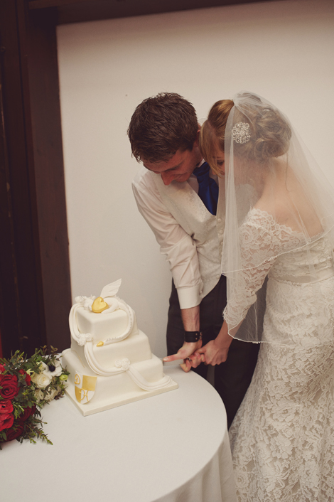 Hollie & Darren cutting their cake, photography by Rebecca Douglas
